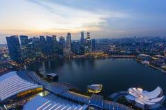 Område för skymningcityscapeaffär av Singapore Royaltyfri Fotografi