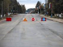 område isolerade gångare förböd upp restricted vägmärken Arkivfoto