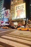 Område nära Times Square på natten Fotografering för Bildbyråer