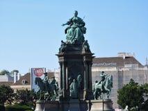Området av Mariaen-Theresien-Platz, Wien, Österrike, på en klar dag arkivbilder