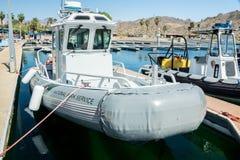Parkera tjänste- patrullfartyg Arkivbild