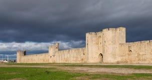 Omringende muur van aigues-Mortes, de video van de de tijdtijdspanne van Frankrijk stock video