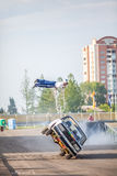Omsk, Rússia - 3 de agosto de 2013: Auto rodeio, conluios do carro Fotos de Stock Royalty Free