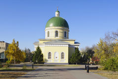 Omsk, Rússia - 12 de outubro de 2010: vista da catedral do exército do cossaco de Nikolsky Imagens de Stock