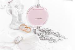 Omsk Rosja, Czerwiec, - 03, 2014: panna młoda ranku pachnidło Chanel Obrazy Royalty Free