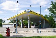 OMSK ROSJA, MAJ, - 22, 2015: Stacja benzynowa Zdjęcie Stock