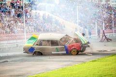 Omsk Rosja, Sierpień, - 03, 2013: Auto rodeo, samochodów wyczyny kaskaderscy Fotografia Stock