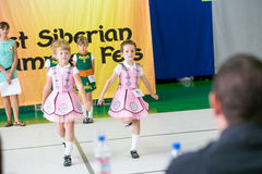 Omsk, Rusia - 22 de agosto de 2015: Danza del irlandés de la competencia internacional Imágenes de archivo libres de regalías