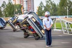 Omsk, Rusia - 3 de agosto de 2013: Rodeo auto, trucos del coche Foto de archivo