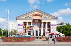 OMSK, RUSIA - 6 DE AGOSTO DE 2011: Vista del centro Mayakovsky, Omsk, Rusia del cine Foto de archivo