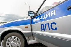 Omsk, Rusia - 10 de julio de 2015: la policía de tráfico ataca Foto de archivo libre de regalías