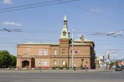 OMSK, RUSIA - 12 DE JUNIO DE 2015: Edificio histórico del Ayuntamiento Foto de archivo libre de regalías