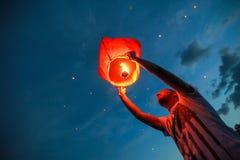 Omsk, Rusia - 16 de junio de 2012: festival de la linterna china Fotos de archivo libres de regalías