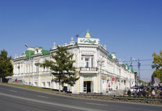 Omsk, Rusia - 21 de septiembre de 2010: centro comercial 'Lyubinsky' Fotos de archivo libres de regalías