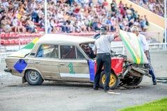 Omsk, Rusland - Augustus 03, 2013: Autorodeo, autostunts Royalty-vrije Stock Afbeeldingen
