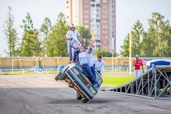 Omsk, Russie - 3 août 2013 : Rodéo automatique, cascades de voiture Photographie stock