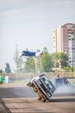 Omsk, Russie - 3 août 2013 : Rodéo automatique, cascades de voiture Photos libres de droits