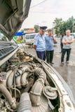 Omsk, Russie - 10 juillet 2015 : la police de la circulation pillent Photo stock