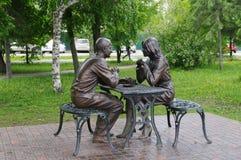 Omsk, Russie - 25 mai 2015 : Composition sculpturale 'réunion' en parc de ville Photographie stock