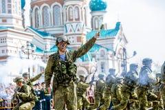 Omsk, Russie - 8 mai 2015 : défilé de victoire Images libres de droits