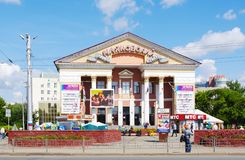 OMSK, RUSSLAND - 6. AUGUST 2011: Ansicht der Kinomitte Mayakovsky, Omsk, Russland Stockfoto