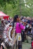 OMSK, RUSSLAND - 28. Juli 2013: ethnogroup 'Yarik-Ecuador' der amerikanischen Ureinwohner, Konzert im Freien Lizenzfreie Stockfotos