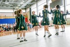 Omsk Ryssland - Augusti 22, 2015: Irländsk dans för internationell konkurrens Royaltyfri Bild