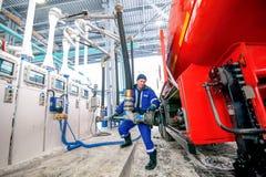 Omsk Ryssland - December 6, 2011: Gazprom bensinstation Fotografering för Bildbyråer