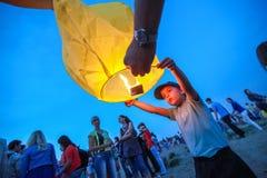 Omsk Ryssland - Juni 16, 2012: festival av den kinesiska lyktan Fotografering för Bildbyråer