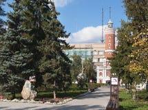 Omsk Ryssland - September 23, 2016: Gränd av meddelare arkivfoto