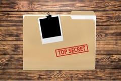 Omslag met de langzaam verdwenen woordenbovenkant - geheim op houten royalty-vrije stock fotografie