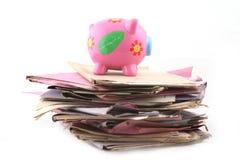 Omslagen met Piggybank Royalty-vrije Stock Foto's