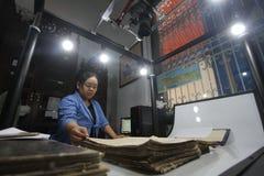 Omsorg av det historiska manuskriptkungariket av Surakarta Arkivfoto