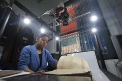 Omsorg av det historiska manuskriptkungariket av Surakarta Royaltyfria Foton