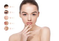 Omsorg för hud för brunnsort för makeup för härlig kvinnaflicka naturlig royaltyfri fotografi
