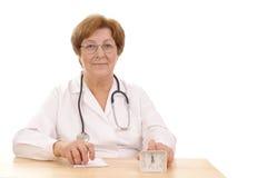omsorgshälsa tar tid till ditt Arkivfoton