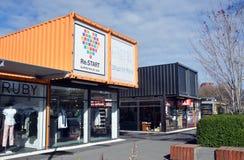 Omstartbehållaren shoppar förflyttat till det västra slutet av Cashel S Royaltyfria Bilder
