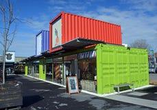 Omstartbehållaren shoppar förflyttat till det västra slutet av Cashel S Arkivbilder