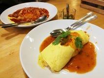 Omurice с соусом Тома Yum Kung стоковые фотографии rf