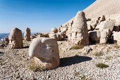 Omvergeworpen hoofden van de goden op het terras van het Oosten bij de bovenkant van Nemrut D Royalty-vrije Stock Fotografie