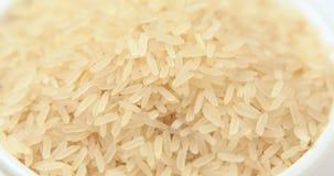 Omwenteling van de korrel van rijst in een pot stock video