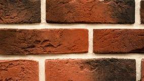 Omwenteling van rode decoratieve baksteen met barsten Metselwerkachtergrond Cijferblok stock footage