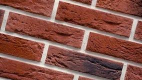 Omwenteling van rode decoratieve baksteen met barsten Metselwerkachtergrond Cijferblok stock videobeelden