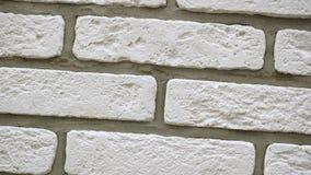 Omwenteling van witte decoratieve bakstenen voor huis Metselwerkachtergrond Cijferblok stock video
