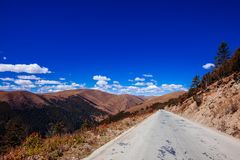 On The Road To Tibetan Mountain Royalty Free Stock Photography