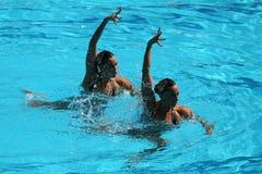 Ona Carbonell och Gemma Mengual av Spanien konkurrerar under den synkroniseringsrutinmässiga förberedande åtgärden för simningdue Royaltyfri Fotografi
