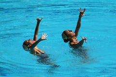 Ona Carbonell och Gemma Mengual av Spanien konkurrerar under den synkroniseringsrutinmässiga förberedande åtgärden för simningdue Fotografering för Bildbyråer