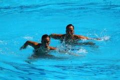 Ona Carbonell och Gemma Mengual av Spanien konkurrerar under den synkroniseringsrutinmässiga förberedande åtgärden för simningdue Arkivfoton
