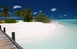 Onaangeroerd tropisch strand Royalty-vrije Stock Afbeelding