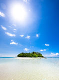 Onaangeroerd tropisch strand Stock Foto